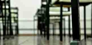 Banchi vuoti a scuola
