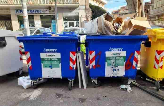 Spazzatura non differenziata a Catania
