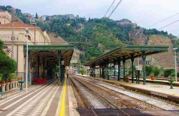 Stazione ferrovia Taormina-Giardini