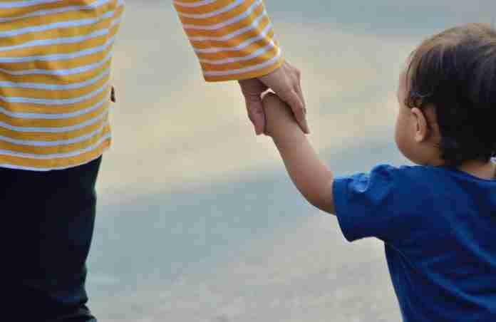 Una donna con un bambino