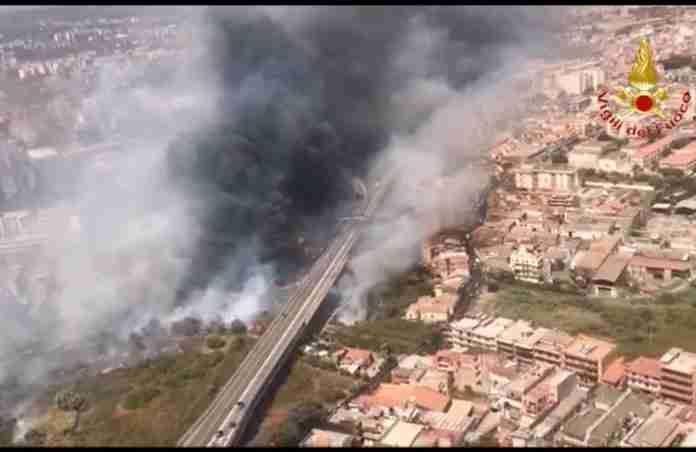 incendio Catania 30 luglio 2021